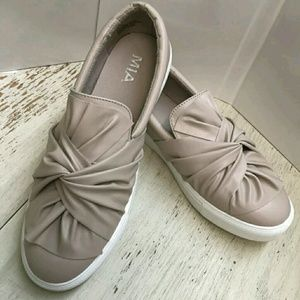 New w/out tags Mia Zoe Khaki shoes